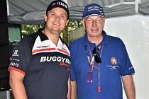 Šéf píseckého Autoklubu Václav Kudrle (vpravo) s hvězdou Evropského poháru tahačů Adamem Lackem, jehož syn závodil na Hradišti na motokárách.