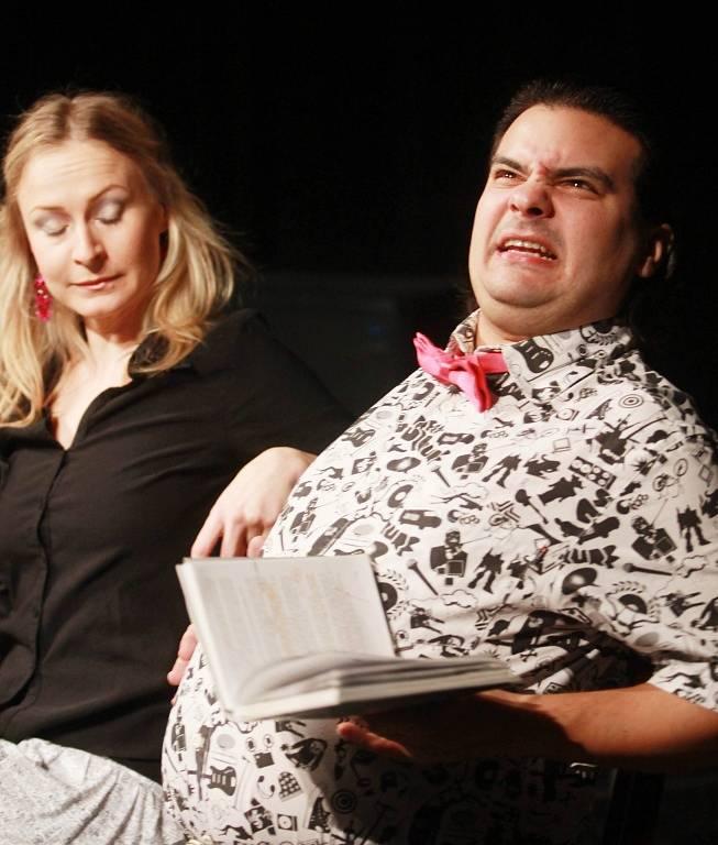 Projekt scénického čtení Listování oslavil 30. listopadu v Českých Budějovicích deset let. Na snímku Lenka Janíková a Alan Novotný.