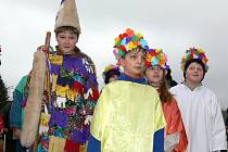 První rej maškar, z něhož je náš snímek, si připravili v Jílovicích žáci ze zdejší základky v roce 2006.