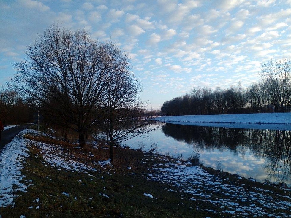 Podvečerní procházka po břehu Vltavy