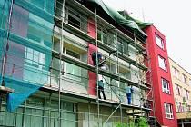 ENERGIE. Úsporu energií a tedy i financí má přinést majitelům nemovitostí program Zelená úsporám. K jeho nejčastěji zmiňovaným výhodám patří dotace na zateplení domů.