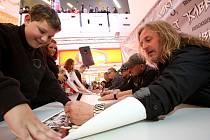 Kabáti se včera fanouškům podepisovali v Mercury.