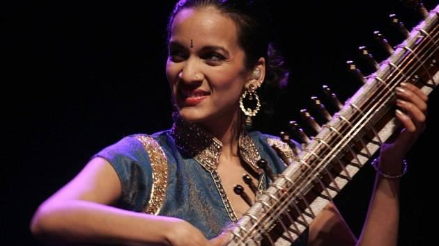 Jihočeská filharmonie plánuje turné po Indii, spolupracovat chce i se sitáristkou Anoushkou Shankar (na snímku), dcerou Raviho Shankara, který hrál i Beatles.