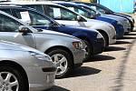 Do Česka proudí z ciziny čím dál starší ojetá auta.