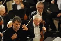 José Cura přijel do Českých Budějovic, kde 31. října opera Jihočeského divadla uvedla ve světové premiéře jeho skladbu Stabat Mater.