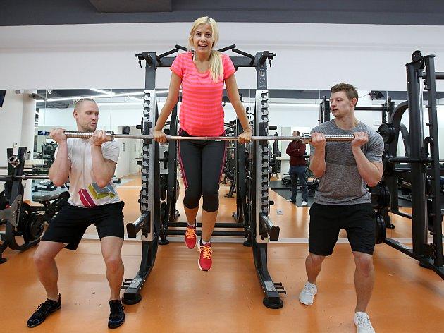 Michaela Šmejkalová se připravuje na soutěž Miss v posilovně.