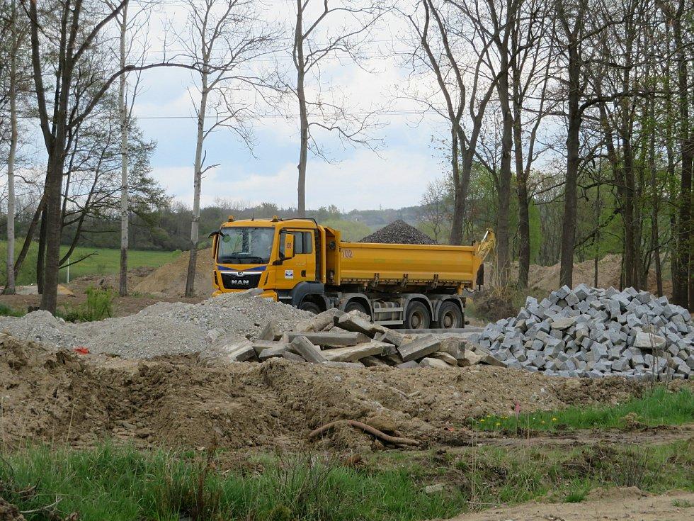 Výstavba průmyslové zóny VGP Park České Budějovice, která vzniká směrem na Lišov.