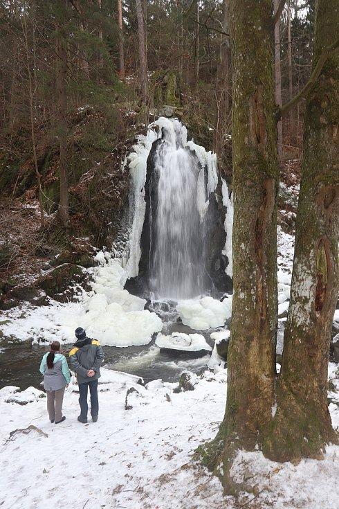 Zimní vodopád v Terčině údolí v Nových Hradec