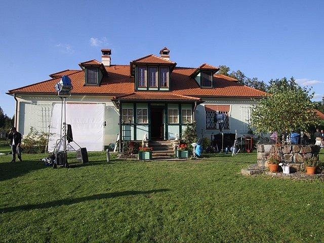 Asi 98 procent filmu vzniklo kolem této vily a uvnitř. Objekt se nachází ve Vitmanově na Třeboňsku.