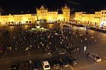 Lampionový průvod v Českých Budějovicích uspořádalo město České Budějovice a herec Víťa Marčík, který chtěl, aby lidé zavzpomínali na zesnulé.