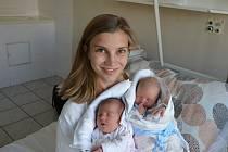 Aneta a Adam Liškovi z Písku. Rodiče Vendula a Jaroslav Liškovi mají z 28. 5. 2021 radost dvojnásobnou. Aneta (vlevo) se narodila ve 20.21 hodin, vážila 2770 g a měřila 48 cm. Adam (vpravo) se narodil ve 20.23 hodin, vážil 2600 g a měřil 48 cm.