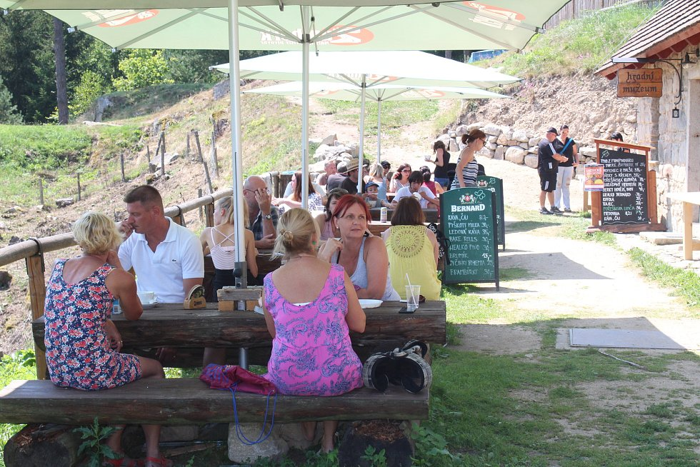 Místo švédských hostů připravoval v sobotu u hradu Pořešín indické pokrmy českobudějovický kuchař.