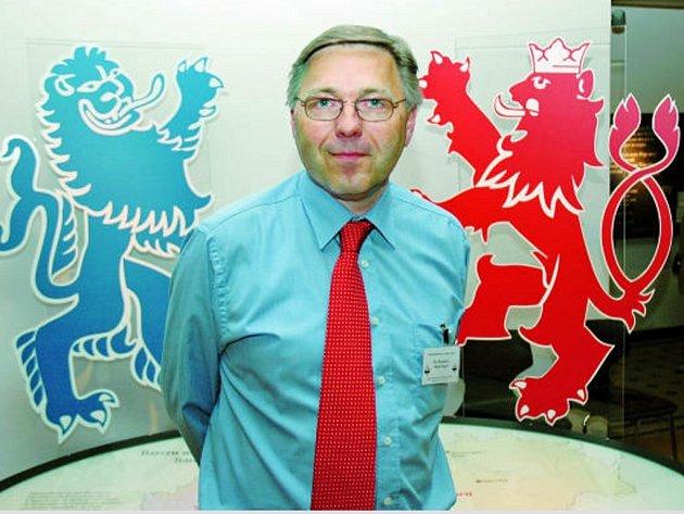 Šéf projektu R. Riepertinger před  maskoty a kmotry výstavy.
