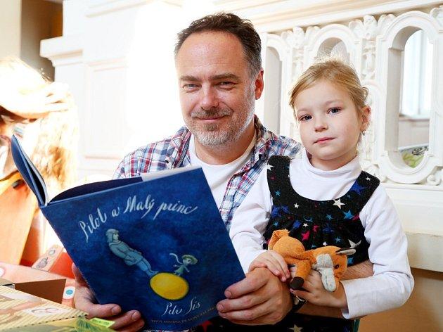 Festival Tabook 2014, Tábor. Na snímku šéf nakladatelství Labyrint Joachim Dvořák a jeho dcera Mia.