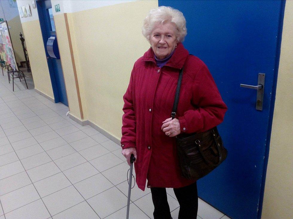 Volit přišla i 85letá Jiřina Strachoňová.