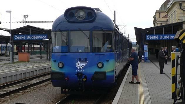 Vůz vybavený měřicími přístroji a další technikou, který se používá ke zkušebním jízdám na železnici.