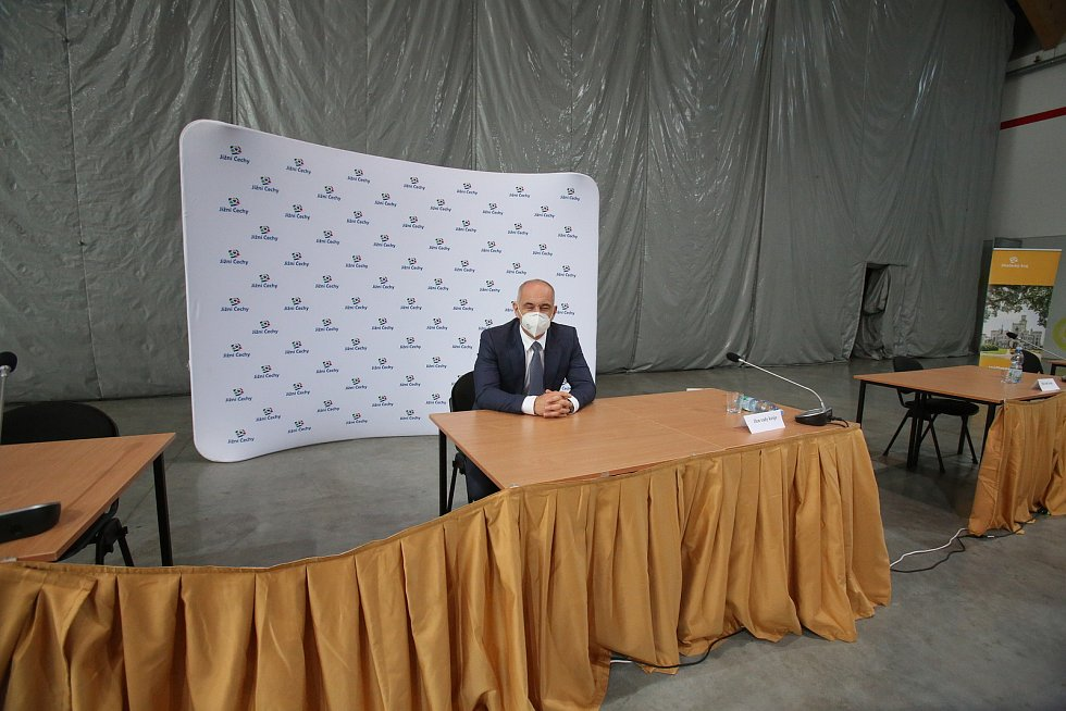 První povolební zasedání krajského zastupitelstva.