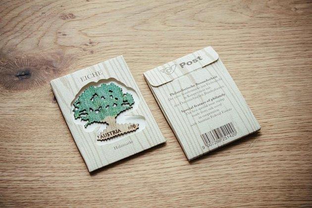 Rakousko má známku ze dřeva.