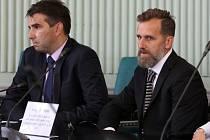 Karel Poborský při podpisu memoranda o vzniku Fotbalové akademie Jihočeského kraje (vlevo předseda JčKFS Jan Jílek).
