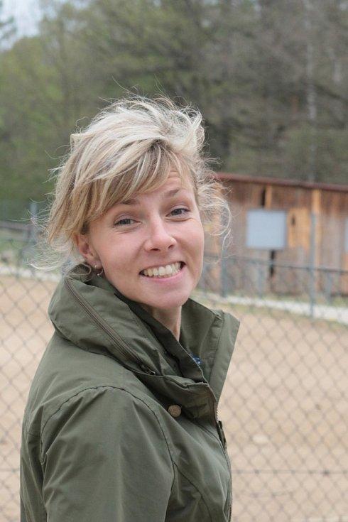 Zoo Na Hrádečku se ředitelkou Romanou Albrechtovou (na snímku) se věnuje chovu velbloudů již 10 let.