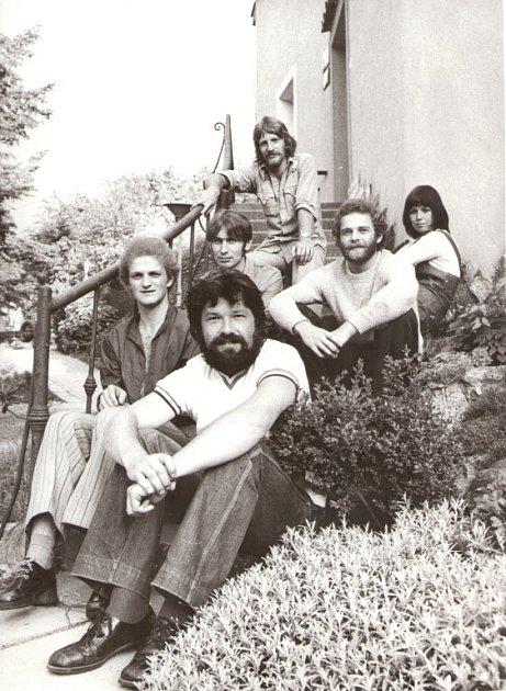 Slavná folková kapela Minnesengři ožije 14.listopadu na koncertě včeskobudějovickém DK Metropol. Na snímku kapela vroce 1974.