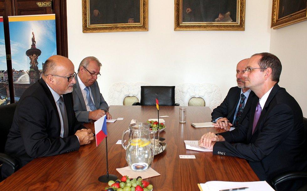 Německý velvyslanec Christoph Israng na radnici v Českých Budějovicích.