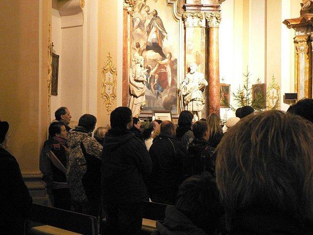 Vánoční akce na Budějovicku. Půlnoční mše v kostele na Dobré Vodě u ČB.