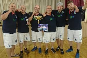Vítěz Poháru mistrů evropských zemí pořádá turnaj pro veřejnost.