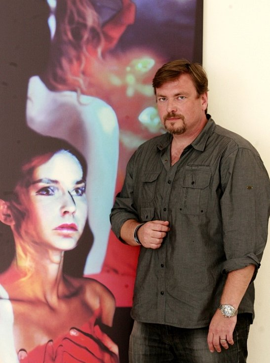 Šéf nové galerie ve Volarech i Asociace jihočeských výtvarníků, Vít V. Pavlík (na snímku), věří, že současné umění si diváky najde.