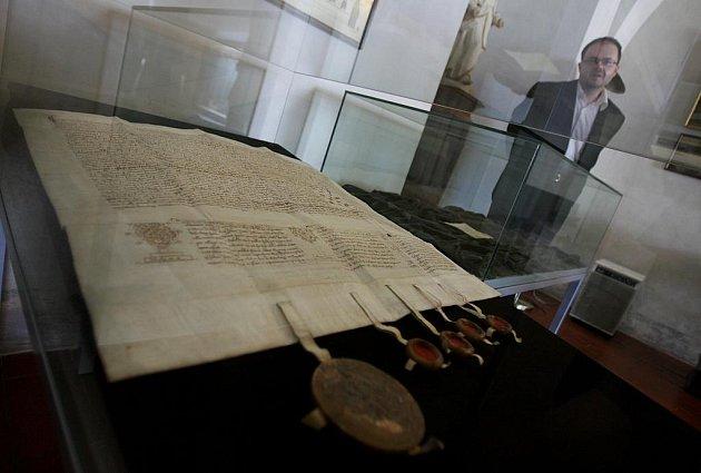 Do konce září jsou v klášteře k vidění historická falza, která nechal vyrobit Oldřich II., aby získal moc a majetek.