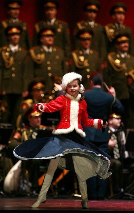 """Alexandrovci zpívali 8. prosince v českobudějovické Budvar aréně. Přilákali asi 3000 lidí. Nadchla i sedmiletá Valeria """"Lery"""" Kurnuškina."""