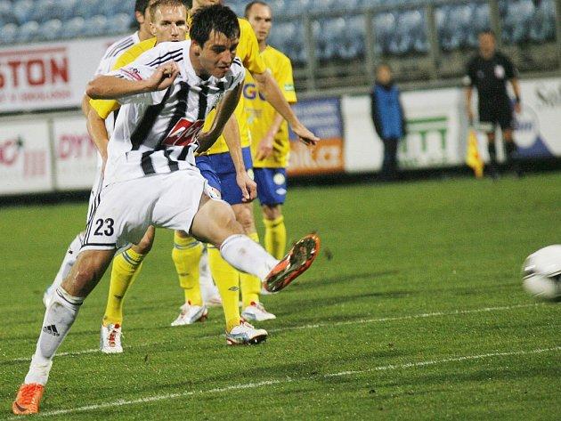 Jaroslav Machovec s Teplicemi střílí vítězný gól zápasu a zároveň i svůj premiérový gól v české lize.
