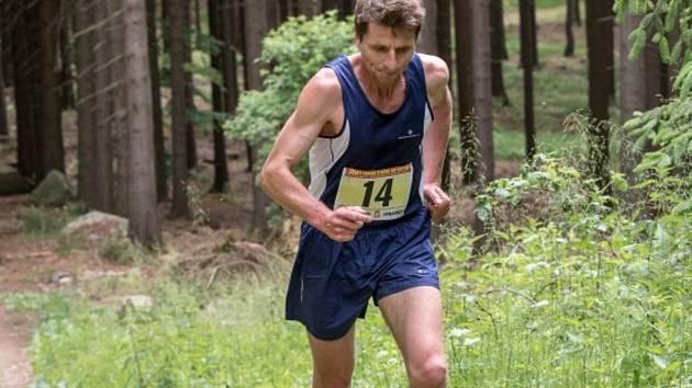 BĚH lesem je mezi běžci nesmírně oblíbený. V Besednici sportovci vystoupají na Kohout do nadmořské výšky 871 metrů.