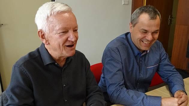 Hodně veselo bylo, když Přemysl Horák (vpravo) přebíral od Františka Vavrocha (vlevo) funkci předsedy Okresního sdružení České unie sportu České Budějovice.