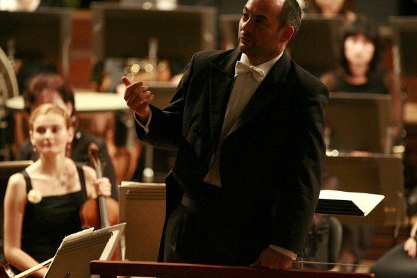 Jihočeská komorní filharmonie ukázala při skladbě Witolda Lutoslawského, jak rozšířit obzory publika. Na snímku šéfdirigent JKF Jan Talich.