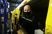 Ondřej Mocek pracuje jako motorizovaný doručovatel u České pošty v Budějovicích třetím rokem.