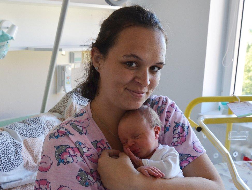 Nela Buchtelová z Doubravy. Dcera Jaroslavy a Františka Buchtelových se narodila 7. 7. 2021 ve 4.39 hodin. Při narození vážila 3150 g a měřila 51 cm. Doma ji přivítala sestřička Ema (3).