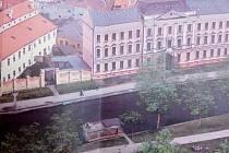 Ponton na slepém rameni Malše v Českých Budějovicích má kotvit od léta u Sokolského ostrova.