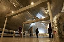 Ve Slavonicích otevřeli o víkendu přestavěný Spolkový dům. Patří obecně prospěšné společnosti Slavonická renesanční, přestavba stála 54 milionů korun, většinu peněz pokryla evropská dotace. Pohled na půdu, do Galerie strojů.