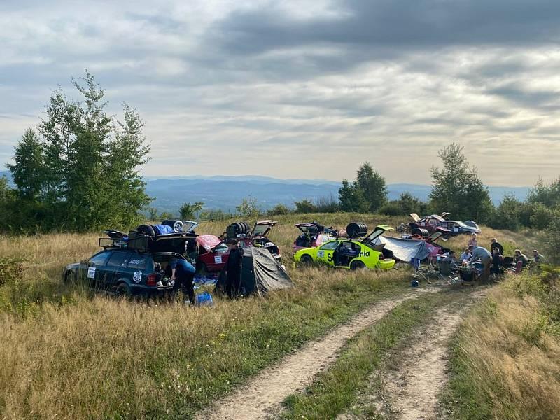Orientační rallye Gumbalkan absolvovali Jihočeši od 21. do 27. srpna. Se svými vozy v hodnotě do 25 tisíc ujeli 3 800 kilometrů a užili si spoustu zábavy, projeli Slovensko, Ukrajinu a dorazili do cíle v rumunském Banátu.