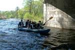 V sobotu v devět hodin dopoledne se vydali první lodě na jarní splutí řeky Malše.