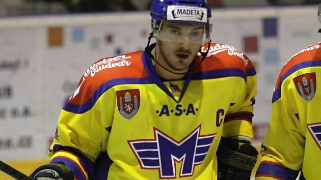 RYCHLÝ GÓL. Aleš Kotalík si na ledě Litoměřic připsal rychlý gól. Kapitán Motoru se prosadil už po třiadvaceti sekundách hry.