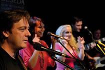 Folková skupina Devítka natočila album Live 2013.