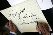 Autor kreseb pro slavné album The Wall od skupiny Pink Floyd, Brit Gerald Scarfe (75), vystavuje do 28. října kolem 120 svých prací v českokrumlovském Egon Schiele Art Centru.
