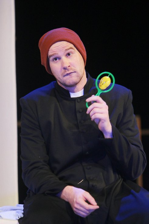 Jihočeské divadlo připravilo na 11. listopad premiéru hořké balkánské komedie Knězovy děti. Na snímku Pavel Oubram.