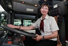 Žen za volantem autobusů městské hromadné dopravy přibývá. Ilustrační foto