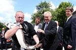 Prezident Miloš Zeman při návštěvě Mezinárodního vzdělávacího střediska ochrany vod ve Vodňanech.