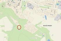 Červeně je na mapě označené místo, kde možná vyroste stanové městečko pro uprchlíky.