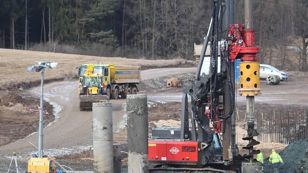 Stavba dálničního obchvatu Českých Budějovic.