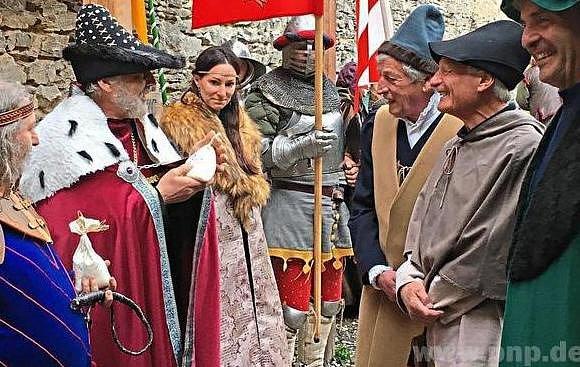 Hosty zBavor vítal vKašperkách Karel IV.